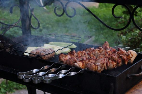 3 Reasons You Should Consider Investing in an Electric Smoker